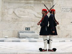 05_ATHENS,-GREECE_Evzones-guarding