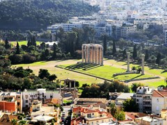 13Ruins-of-the-temple-of-Olympian-Zeus-in-Athens,-Greece