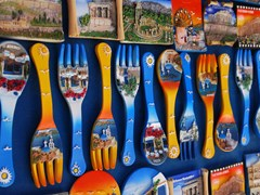 11_Colorful-souvenirs-in-Greece