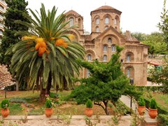 06_Located-in-a-leafy-garden-the-peaceful-Panagia-Chalkeon-Church-was-founded-in-1028.-Thessaloniki-(2)
