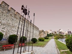 16_Old-byzantine-walls-at-Thessaloniki-city-in-Greece