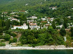 Traditional-village-on-mount-Athos,-Greece