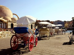 07_Horse-drawn-taxis-drawn-up-awaiting-customers-for-pleasure-trips-around-the-old-part-of-Hania,-Crete.