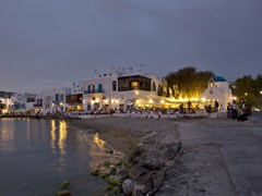 17_People-at-restaurants-on-the-beautiful-beach-of-Mykonos,-Greece
