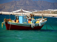 23_Greek-fishing-boat-in-Mykonos