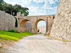10_Bridge-in-the-castle-of-Rhodes-(Rodos)