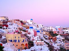 18_Oia-village-buildings-in-the-evening-light
