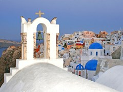 21_Blue-dome-churches-in-Oia,-Santorini,-Greece