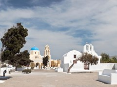 24_Greek-churches-in-Santorini-island