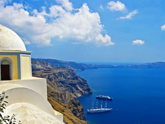 31_beautiful-Santorini---caldera-view-with-small-church