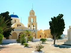 33_Square-and-traditional-greek-church-in-the-Santorini-island,-Oia.