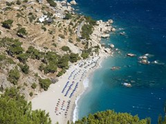 05_Karpathos---Apella-beach-in-september.-The-beach-is-coil-up-in-a-picturesque-cove-and-has-fine-white-sand-and-blue-clean-sea---Dodecanese-Islands,-Greece