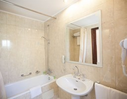 Bomo Macedonian Sun Hotel: Bathroom Suite