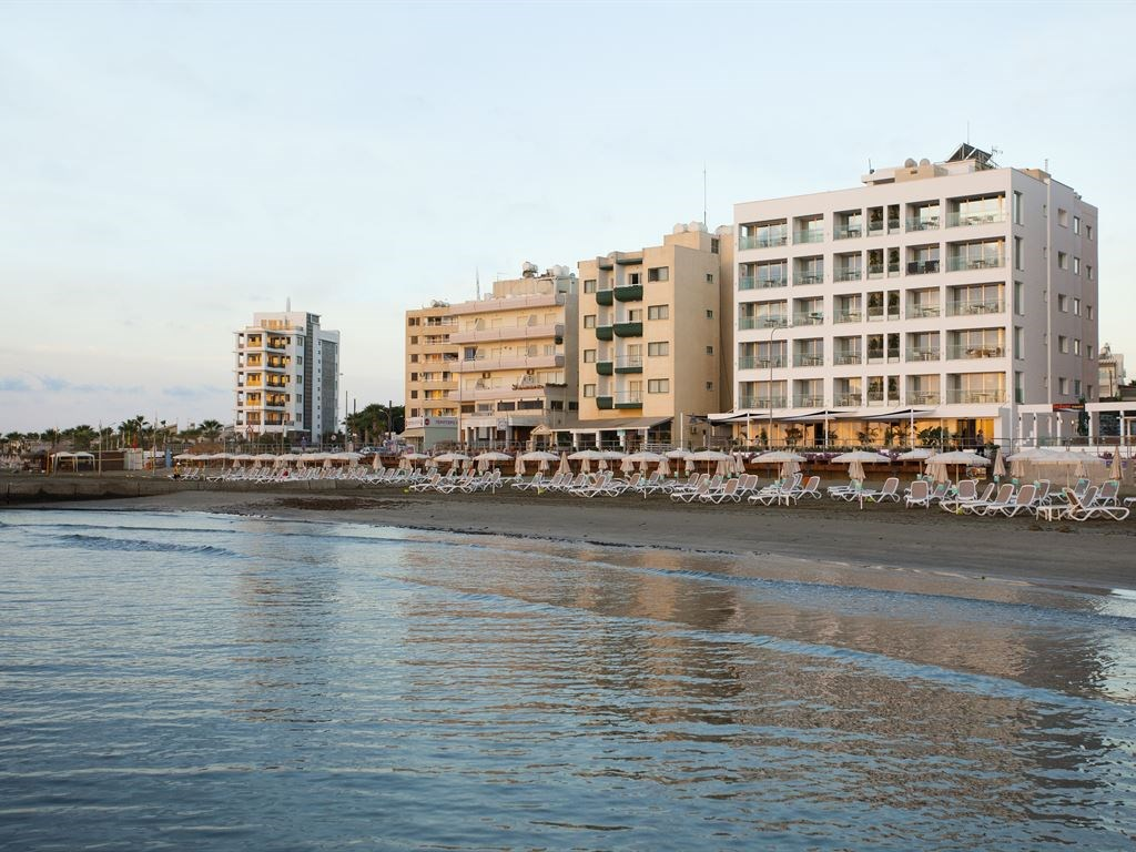 Costantiana Beach Hotel Apartments - 2