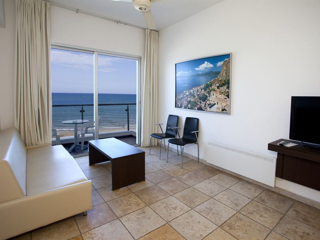 Costantiana Beach Hotel Apartments - 13
