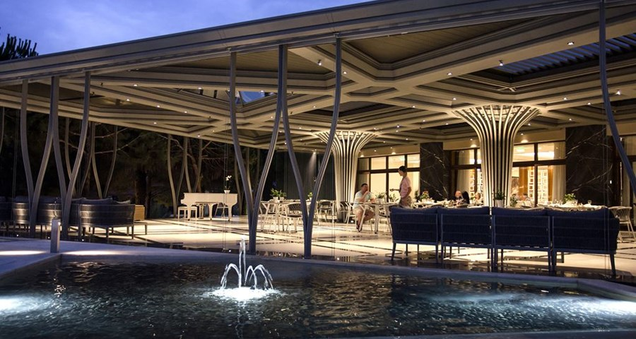 Pomegranate Wellness Spa Hotel: Main Bar Terrace