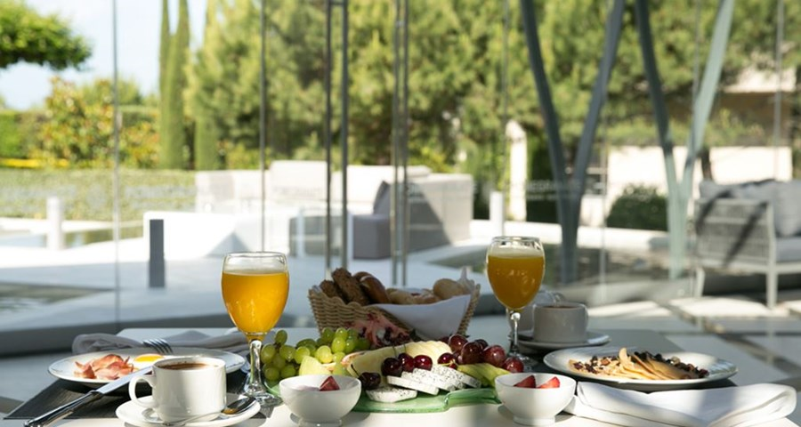 Pomegranate Wellness Spa Hotel: Breakfast Terrace