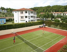 Bomo Chrousso Village Hotel: Tennis Court