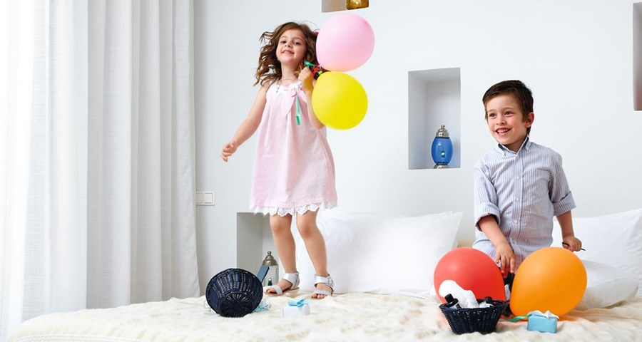 Amirandes Grecotel Exclusive Resort: Kids in rooms